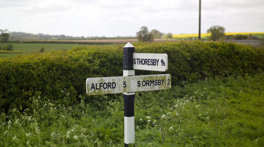 A sign pointing to Alford, S. Thoresby & South Ormsby